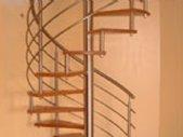 Escada em caracol | inox e madeira